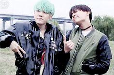 """#wattpad #fanfic  Min Yoon Gi (민윤기), aka Suga o Agust D, es un rapero, compositor y productor surcoreano.  Nacido el 09 de marzo de 1993 en Buk-Gu, Daegu, debutó en el grupo BTS en 2013 bajo la compañía Big Hit Entertainment™ """"Se ve frío por fuera pero es cálido por dentro""""  #118 Fanfic ~ 25/03/2018..."""