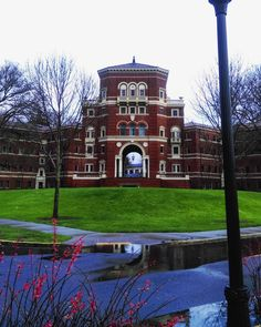 Great shot of the very photogenic Weatherford Hall at Oregon State University in Corvallis, Oregon.
