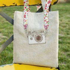 Learn how to make a camera embroidery tote bag. Tutorial shows you how to draw a camera on your linen. wow, thanks so for sharing xox