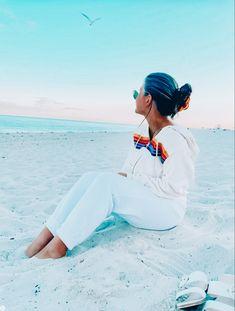 Madison Grace, Comfy Clothes, Summer Girls, Fitspo, Preppy, White Jeans, Aviation, Aesthetics, Lounge
