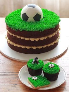 The Cookie Shop - Bolos Decorados You are in the right place about girly Soccer Cake Here we offer y Football Cupcake Cakes, Soccer Birthday Cakes, Birthday Cupcakes, Football Cakes For Boys, Soccer Cakes, Fruit Cupcakes, Kids Football, Baking Cupcakes, Sport Cakes