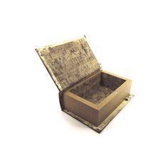 Porta-baralhos Largura x Altura x Profundidade: 14,1 x 9,4 x 4,5 cm Peso: 180 g Material: madeira Acabamento: colorido Origem: Ásia
