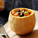 Græskarsalat - Opskrifter  http://www.dansukker.dk/dk/opskrifter/graeskarsalat.aspx #dansukker #opskrift #salat #græskar #halloween #sjov #lækkert #mad
