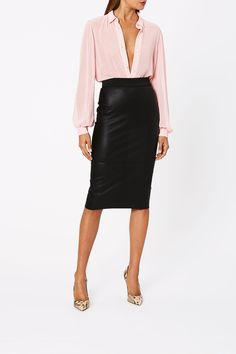 STRETCH LEATHER PENCIL SKIRT Fall Fashion Trends, Autumn Fashion, Pencil Skirt Black, Pencil Skirts, Black Skinnies, Black Pants, College Fashion, Staple Pieces, Black Blazers