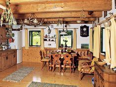 V kuchyni souzní selský nábytek s moderními spotřebiči celkem dobře House In The Woods, Case, Stone, Lavender, Rock, Stones, Batu