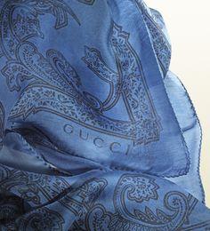 scialle stampa pizzo blu pervinca e nero
