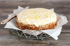 Valkosuklaa-kookoskakku Camembert Cheese, Sweet Tooth, Cheesecake, Sweets, Desserts, Food, Clay, Drink, Kitchen