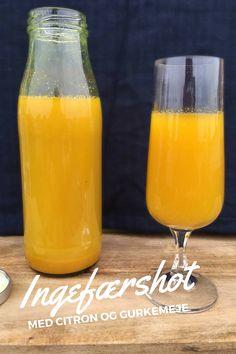 Start dagen med et hardcore ingefærshot med citron og gurkemeje. Læs hvad det kan gøre for dig her: Madbanditten.dk Juice Smoothie, Smoothie Drinks, Smoothie Recipes, Yummy Drinks, Healthy Drinks, Healthy Green Smoothies, Home Brewing, Lchf, Lemonade