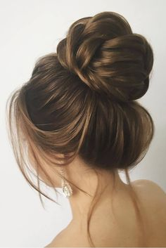 Obsessing over nice buns like this Double tap if you put your hair up in a bun often! @lenabogucharskaya