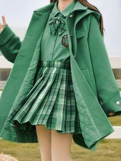 Harry Potter Uniform, Hogwarts Uniform, Harry Potter Girl, Harry Potter Outfits, Really Cute Outfits, Cool Outfits, Fashion Outfits, Objet Harry Potter, Slytherin Clothes