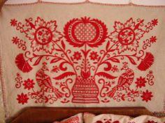 Magyar népi hímzésű párna Hungarian Embroidery, Folk Embroidery, Embroidery Stitches, Embroidery Patterns, Chain Stitch, Cross Stitch, Vintage Jewelry Crafts, Textiles, Embroidery Techniques