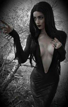 Top Gothic Fashion Tips To Keep You In Style. As trends change, and you age, be willing to alter your style so that you can always look your best. Consistently using good gothic fashion sense can help Goth Beauty, Dark Beauty, Dark Fashion, Gothic Fashion, Style Fashion, Emo Fashion, Fashion Tips, Latex Fashion, Steampunk Fashion