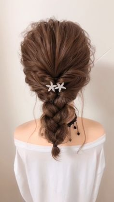Simple hairstyle do you like it? The post Simple hairstyle do you like it? appe… Une coiffure simple vous a plu? La coiffure simple vous a plu? Work Hairstyles, Permed Hairstyles, Creative Hairstyles, Hairstyles Videos, Waitress Hairstyles, Bridal Hairstyles, Medium Hair Styles, Curly Hair Styles, Curly Hair Updo