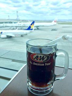 沖縄と言えばA&W。  A&Wと言えばルートビア。  たいして好きでもないのに 沖縄に来たら必ず飲んでる。 クセになる味〜(*☻-☻*)