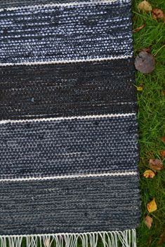 Rug Inspiration, Rag Rugs, Recycled Fabric, Woven Rug, Carpets, Recycling, Weaving, Textiles, Home Decor