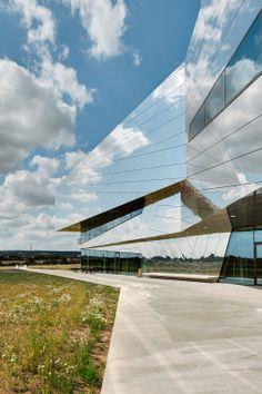 Project: Paläon - New research and experience centre Schöningen, Germany by Holzer Kobler Architekturen  Berlin, Zürich & pbr AG and Topotek1-landscape architecture / ALUCOBOND® naturAL Reflect - Photos: Jan Bitter