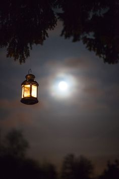 Simple lantern hung from trees at an evening reception. Gorgeous against the moonlight. Moonlight Photography, Night Photography, Beautiful Nature Wallpaper, Beautiful Moon, I Wallpaper, Wallpaper Backgrounds, Moon Pictures, Candle Lanterns, Candle Lighting