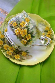 Tea Cup with Yellow Flowers and Gold Trim Antique Tea Cups, Vintage Cups, Vintage Dishes, Vintage Tea, Tea Cup Set, My Cup Of Tea, Tea Cup Saucer, Teapots And Cups, Teacups