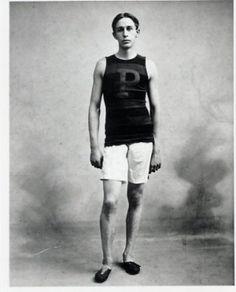 Walter Tewksbury pictures | 1900 Paris Track & Field Five Olympic Medals WALTER TEWKSBURY Photo ... OS guld 200 meter 1900 Paris. Även guld på 400 meter häck.
