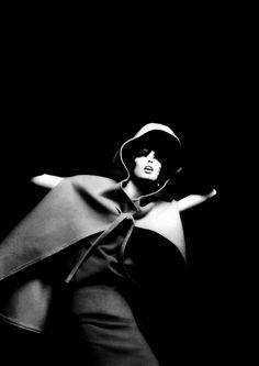 Dorothea McGowan for Harper´s Bazaar, 1962.