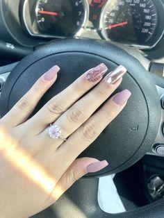 Classy Nail Designs To Fall In Love - cherry-toptrendsp. Classy Nail Designs To Fall In Lo Nails Now, My Nails, Classy Nails, Trendy Nails, Classy Nail Designs, Manicure E Pedicure, Gold Nails, Gold Glitter, Chrome Nails