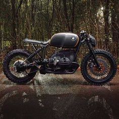 Cafe racers, scramblers, street trackers, vintage bikes and much more. The best garage for special motorcycles and cafe racers. Bmw Cafe Racer, Cafe Racers, Inazuma Cafe Racer, Cafe Racer Helmet, Cafe Racer Girl, Custom Cafe Racer, Cafe Racer Motorcycle, Motorcycle Garage, Brat Bike