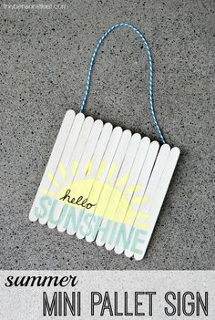 Summer Mini Pallet Signs 2019 DIY Summer Mini Pallet Signs are a great way to say goodbye to summer or hello to fall The post Summer Mini Pallet Signs 2019 appeared first on Pallet ideas. Popsicle Stick Crafts, Popsicle Sticks, Craft Stick Crafts, Crafts To Do, Crafts For Kids, Pallet Ideas, Pallet Projects, Craft Projects, Mini Pallet