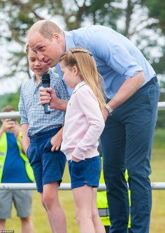 Princesa Charlotte, Prince William Family, Prince William And Catherine, Ralph Lauren Sweatshirt, Prince George Alexander Louis, Photos Of Prince, Young Prince, Royal Life, Duke Of Cambridge