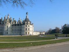 Le château de Chambord - www.fermedelagaudiniere.com ou facebook : https://www.facebook.com/pages/La-Ferme-de-la-Gaudini%C3%A8re/354607037824 - Gites et Chambres d'hôtes et boutique d'Antiquités toute l'année - situés à Cour Cheverny, 1h45 de Paris - Château de Moulinsart #Tintin - France