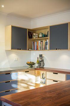Kryssfinér, linoleum, åpent hjørne. Suter Street – Make Furniture