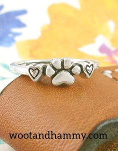 Great white shark ring Shark jewelry Silver shark Sea jewelry Ocean jewelry Sea life jewelry Ring for women Girl gift Animal jewelry - Custom Jewelry Ideas Shark Jewelry, Baby Jewelry, Animal Jewelry, Morganite Engagement, Engagement Ring Settings, Engagement Rings, Paw Print Ring, Silver Shark, Bridal Rings