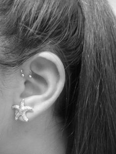 Single, double and triple forward helix piercing information guide on pain, price, healing and aftercare with examples of Forward Helix Piercing jewellery. - http://www.piercingmodels.com/forward-helix-piercing/