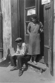 In the Warsaw Ghetto: Summer 1941 // Willy Georg, 2 world war, photo, man and woman, history, black and white, never forget.