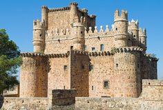 Place: Castillo de Guadamur, Toledo / Castilla la Mancha, Spain. Photo by: Tere y Pedro (flickr)