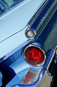 Car taillights, car tail lights, car taillight pictures