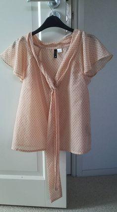 Mt. 34 - blouse gebroken wit met rode stipjes - 2,50€ -
