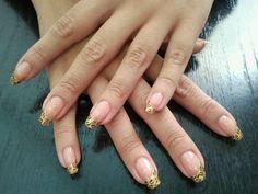 Y seguimos con las uñas en Peluquería Laura Pérez!!!