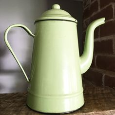 Just the right retro green to brighten any space. Enamel teapots are so fun to collect! Discover more fantastic vintage finds at whattheseoldthings.com and whattheseoldthings.etsy.com! #vintage #vintagestyle #vintagehomedecor #vintagedecor #homedecorinspo #designinspo #enamelware #metal #vintagekitchen