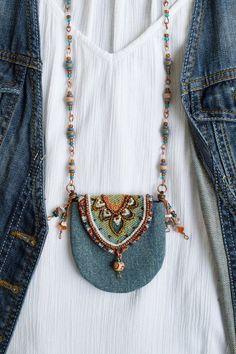 - Boho denim purse necklace beaded amulet bag necklace textile medicine bag necklace hippie neck bag S - Textile Jewelry, Fabric Jewelry, Boho Jewelry, Diy Hippie Jewellery, Gold Jewellery, Beach Jewelry, Turquoise Jewelry, Jewelry Trends, Metal Jewelry