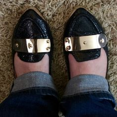 🎉💕🎉Black flats w/gold accents 🎉💕🎉 Black flats with gold accents, size 6.5. Shoes Flats & Loafers