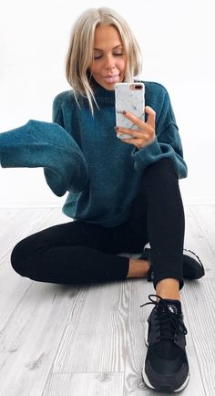 simple outfit | oversized sweater skinnies sneakers