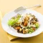Scopri come preparare le seppioline, pane e pomodori, la ricetta di un secondo piatto di pesce, light e facile e veloce da realizzare.