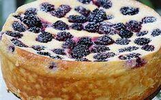 Skvělý recept na tvarohový dort bez mouky. Ideálně zdravá pochoutka s voňavými a zdravými ostružinami. Nebojte se, že bez mouky se dort nepovede, tvaroh krásně spolupracuje s vejci a pudinkovým práškem a o zbytek se postará mandlová moučka. Nechte však … Read More