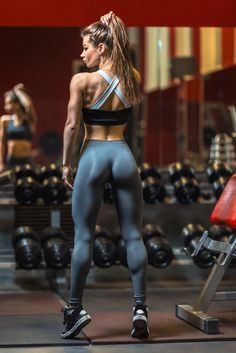 How many calories should women eat to gain muscle You need a certain amount of calories to gain lean muscle. This article will teach you exactly how much to eat and what to expect in terms of muscle gain. Eating To Gain Muscle, Lean Women, Fit Women Bodies, Model Training, Muscle Building Women, Fitness Bodybuilding, Female Bodybuilding, Looks Pinterest, Workout Plan For Women