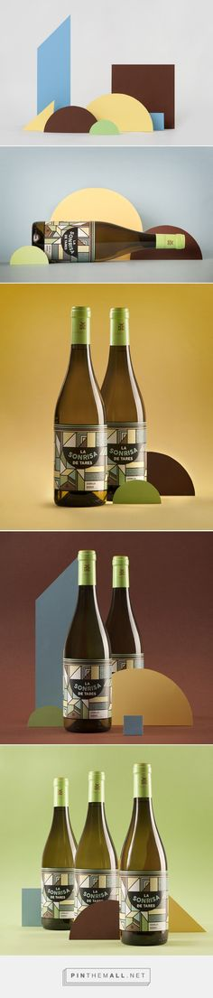 La Sonrisa de Tares Wine - Packaging of the World - Creative Package Design Gallery - http://www.packagingoftheworld.com/2016/10/la-sonrisa-de-tares.html