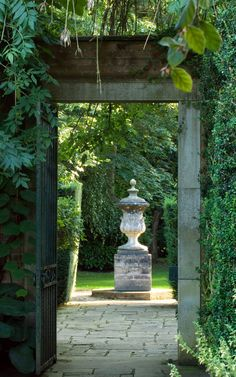 Formal Garden Designs and Ideas Have you ever really thought about how many people see the outside of your home? Garden Urns, Garden Gates, Garden Doors, Formal Gardens, Outdoor Gardens, Zen Gardens, Formal Garden Design, Parks, Home And Garden Store