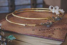 στέφανα γάμου με φυσικά υλικά Bangles, Bracelets, Wedding Decorations, Wedding Ideas, Wedding Rings, Gold, Jewelry, Bangle Bracelets, Bangle Bracelets