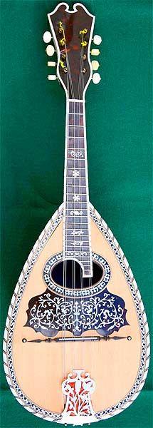 Instrumentos Musicais início, Bandolim antigo por Stridente datada de 1916