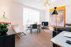 Apartment in London, United Kingdom. A beautifully decorated 2 bedroom apartment. 2 minutes away from the famous Portobello Road Market. The apartment has very comfortable beds, a fully fitted kitchen, and is  perfect for a weekend away or a long stay in London, at a quite location. ...