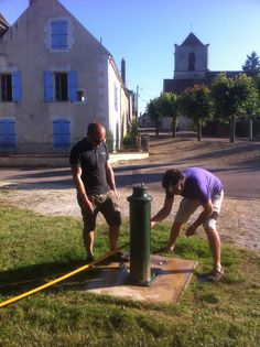 Taking more water on board our barge from the windup  pump in Lucy-sur-Yonne.